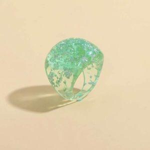 5/$12 💞 Green Resin Chunky Ring